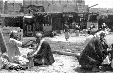 A street barber in the suq in the 1950s – courtesy of Mohammad Naseer