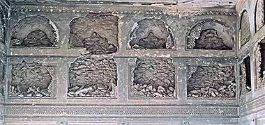 Typical damage to naqsh in one of the buildings of the development – courtesy of Ian Jones