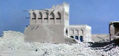 The north gate to the complex of Sheikh Abdullah bin Jassim at feriq al-Salata viewed from the west in the 1960s – image developed from a video with permission from glasney on YouTube