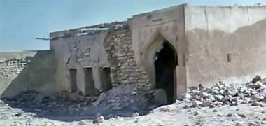 The east gate to the complex of Sheikh Abdullah bin Jassim at feriq al-Salata viewed from the south-west in the 1960s – image developed from a video with permission from glasney on YouTube