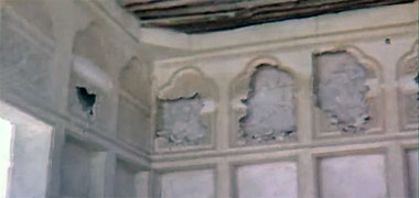 Damage to the decoration of the majlis of Sheikh Abdullah's seen in the late 1960s – image developed from a video with permission from glasney on YouTube