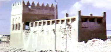 The west face of the complex of Sheikh Abdullah bin Jassim at feriq al-Salata viewed from the south-west in the 1960s – image developed from a video with permission from glasney on YouTube