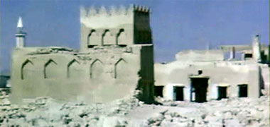 Detail of the arch above the east gate to the complex of Sheikh Abdullah bin Jassim at feriq al-Salata viewed from the south-west in the 1960s – image developed from a video with permission from glasney on YouTube
