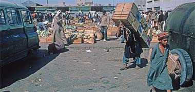 A porter moving crates in the suq, March 1972
