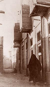 Three zuli in a Doha street