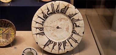 یک صفحه با خوشنویسی در موزه ویکتوریا و آلبرت تزئین